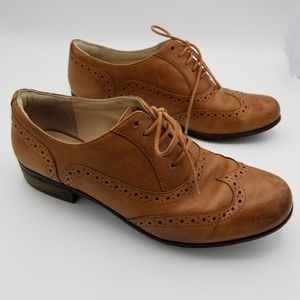 Clarks Women brown leather shoe size 7M